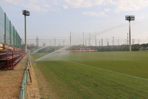 【グラウンドの施工例】練習場もスタジアムと同じスペック。鹿島市の公式サッカー練習場に大型スプリンクラーを導入!
